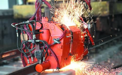配备有高性能的plc闭环控制过程,焊机能够根据工艺需要调整闪光送进速