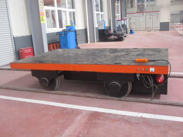 轨道电动平板车